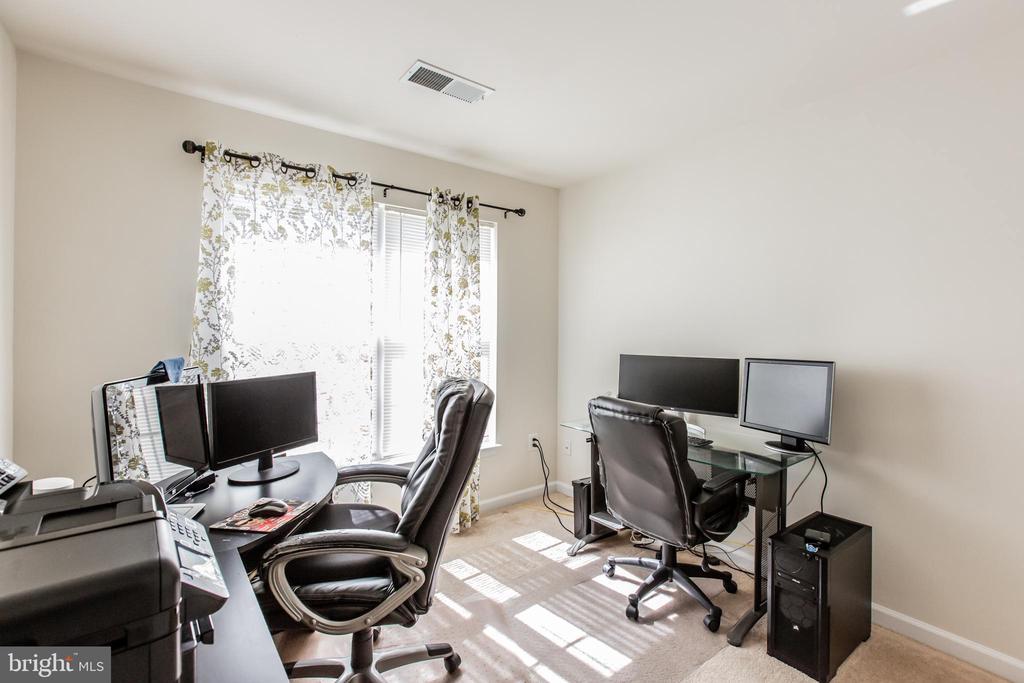 Bedroom #4 (over garage)! - 9648 SAYBROOKE DR, BRISTOW