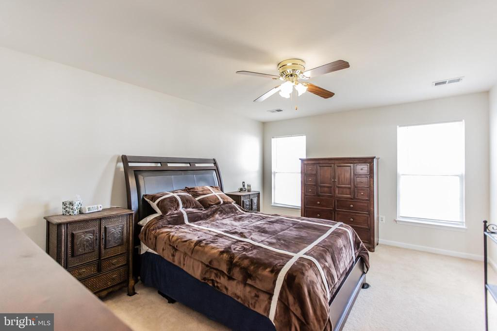 Master Bedroom with Ceiling Fan! - 9648 SAYBROOKE DR, BRISTOW