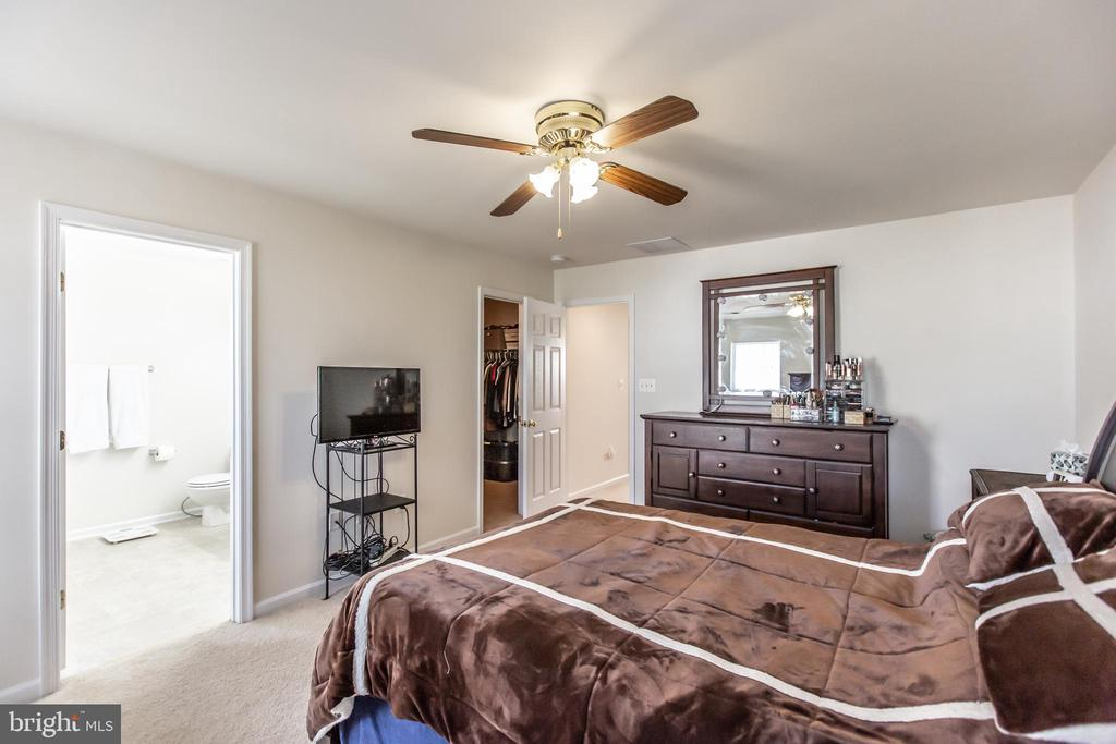 Master Bedroom with Walk In Closet! - 9648 SAYBROOKE DR, BRISTOW
