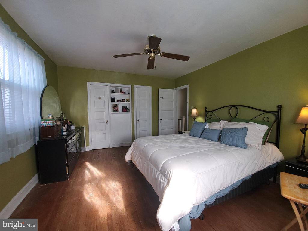 Large masterbed room with 2 closets 2 - 5319 AMES ST NE, WASHINGTON