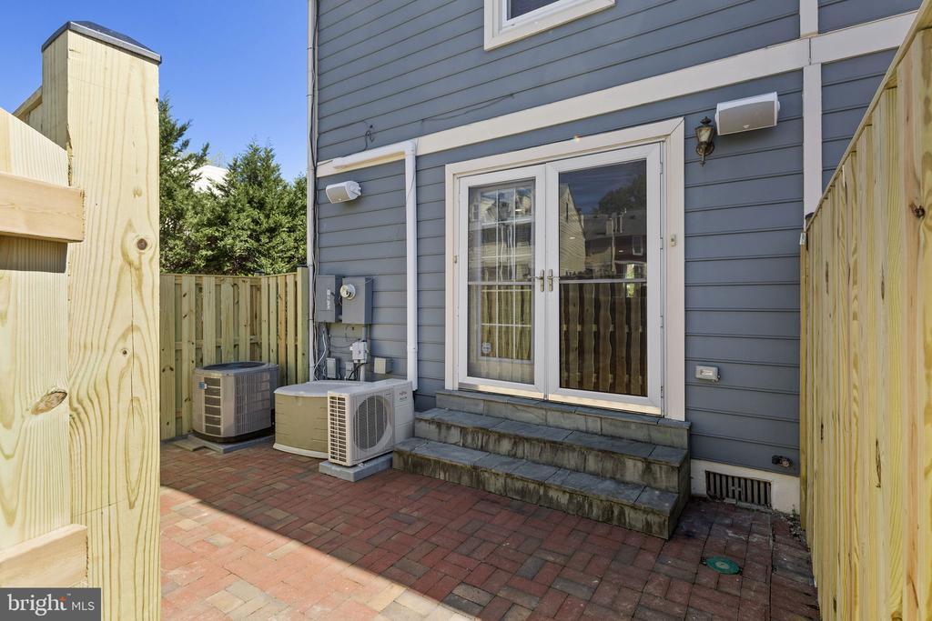 Outdoor patio - 1130 N UTAH ST, ARLINGTON