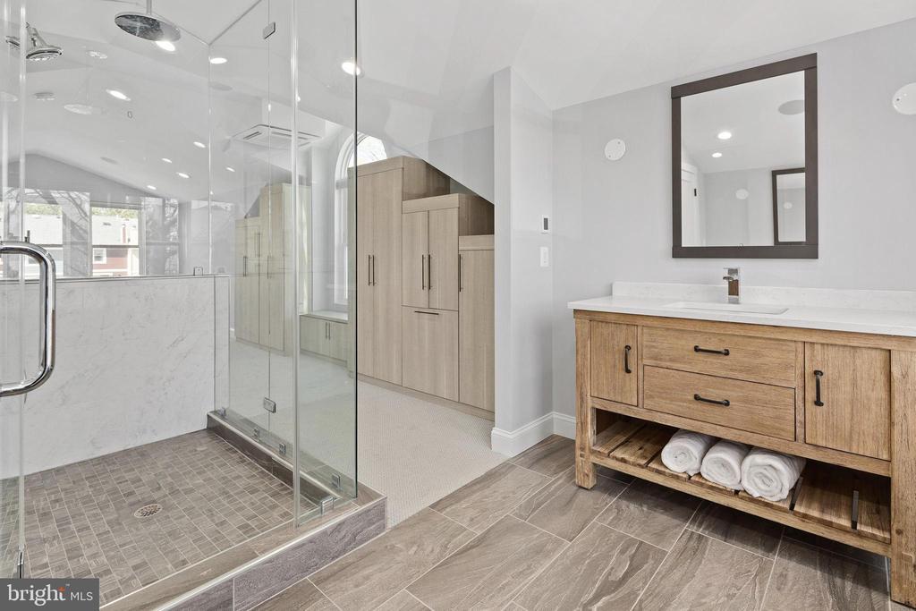 Massive glass shower with 3 shower heads - 1130 N UTAH ST, ARLINGTON