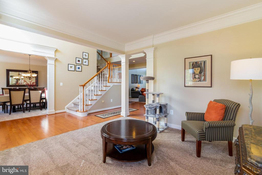 Entry foyer with wood floors and elegant stairwell - 32 PALISADES DR, STAFFORD