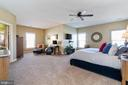 Tremendous owner's suite  with sitting room - 32 PALISADES DR, STAFFORD