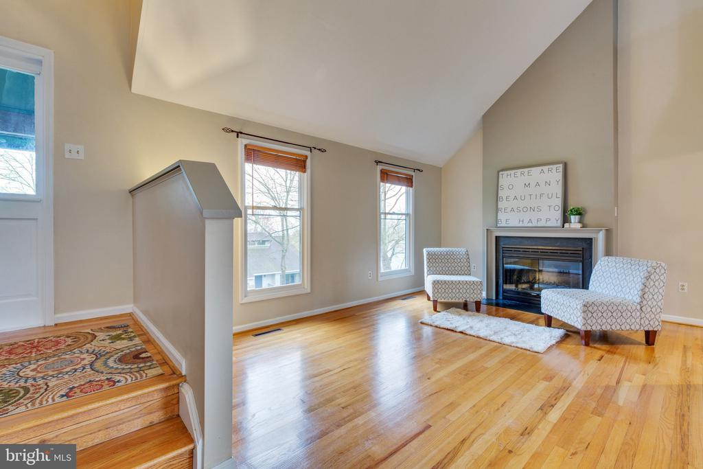 Step into a bright and airy living space - 7163 MASTERS RD, NEW MARKET