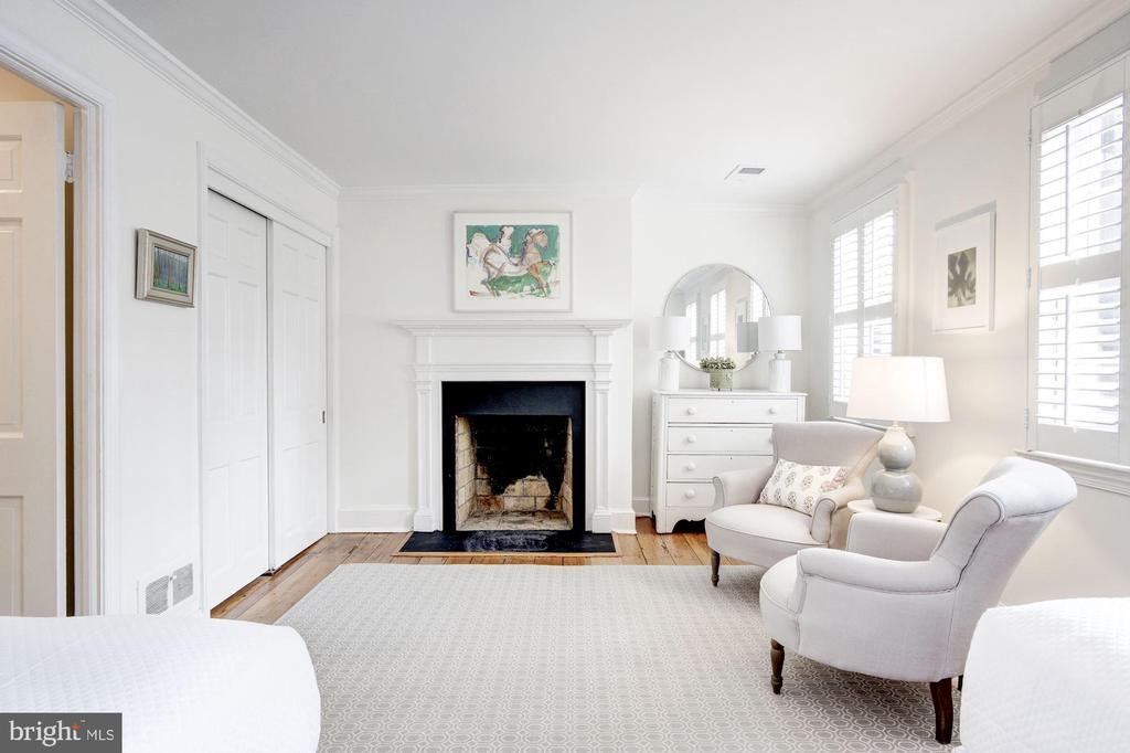 Upper Level - Bedroom 2 with Fireplace - 3017 P ST NW, WASHINGTON