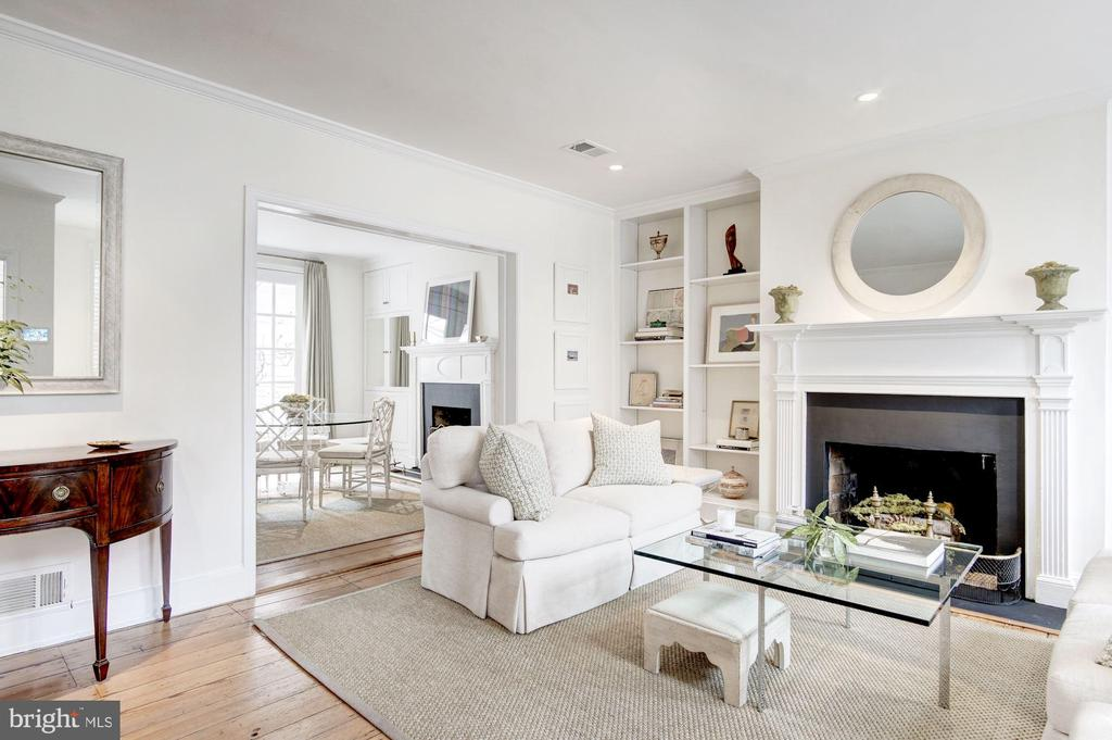 Main Level - Living Room with Fireplace - 3017 P ST NW, WASHINGTON