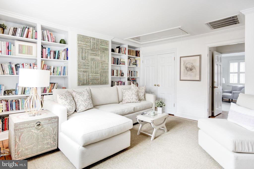 Upper Level - Sitting Room with Closet - 3017 P ST NW, WASHINGTON