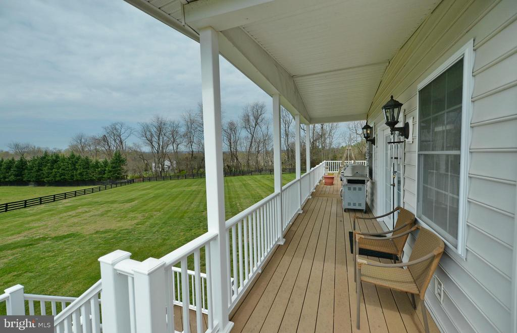 Covered deck in the back - 40319 CHARLES TOWN PIKE, HAMILTON