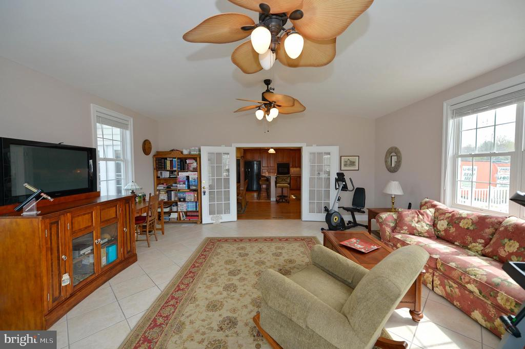 Sun room view to kitchen - 40319 CHARLES TOWN PIKE, HAMILTON