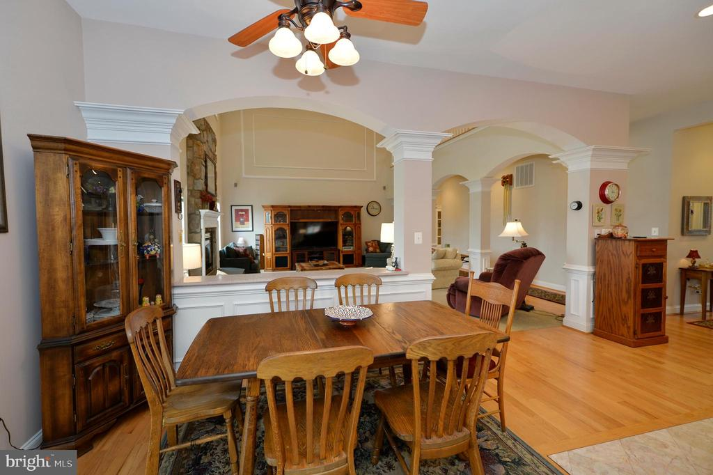 Breakfast area off kitchen & great room - 40319 CHARLES TOWN PIKE, HAMILTON