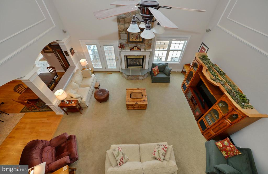 Upper level overlook to great room - 40319 CHARLES TOWN PIKE, HAMILTON