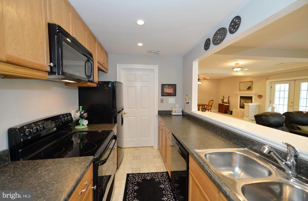 Lower level full kitchen - 40319 CHARLES TOWN PIKE, HAMILTON