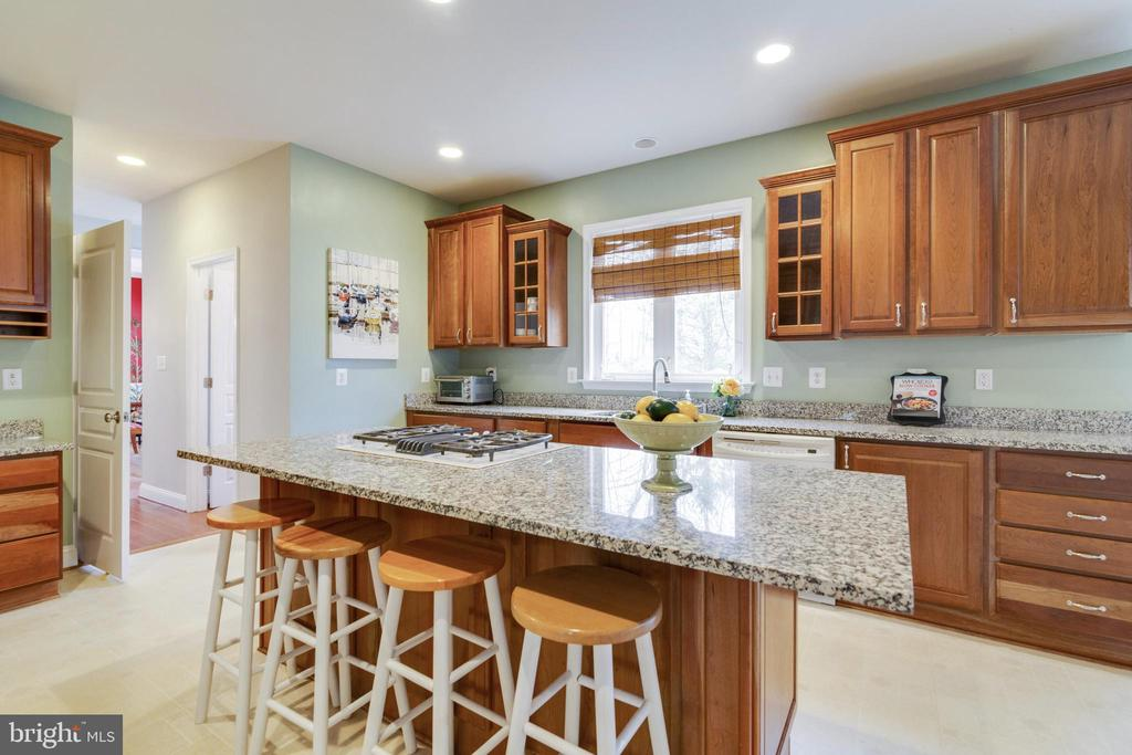 Kitchen - 6125 OLENDER PARK CT, MANASSAS