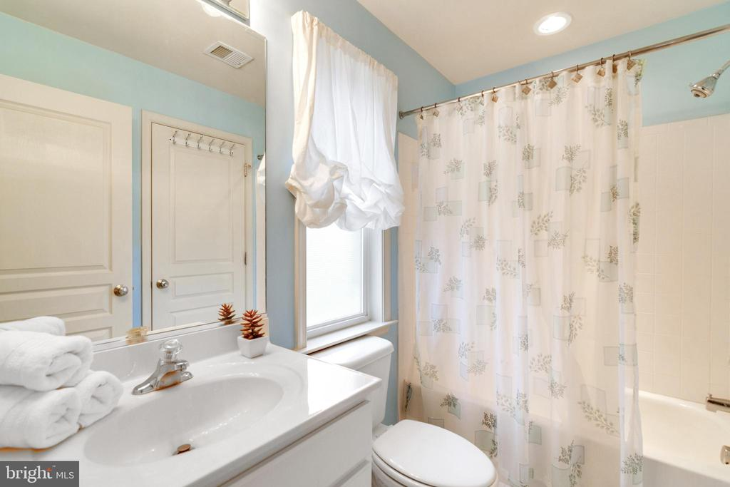 2nd Full Bath - 6125 OLENDER PARK CT, MANASSAS