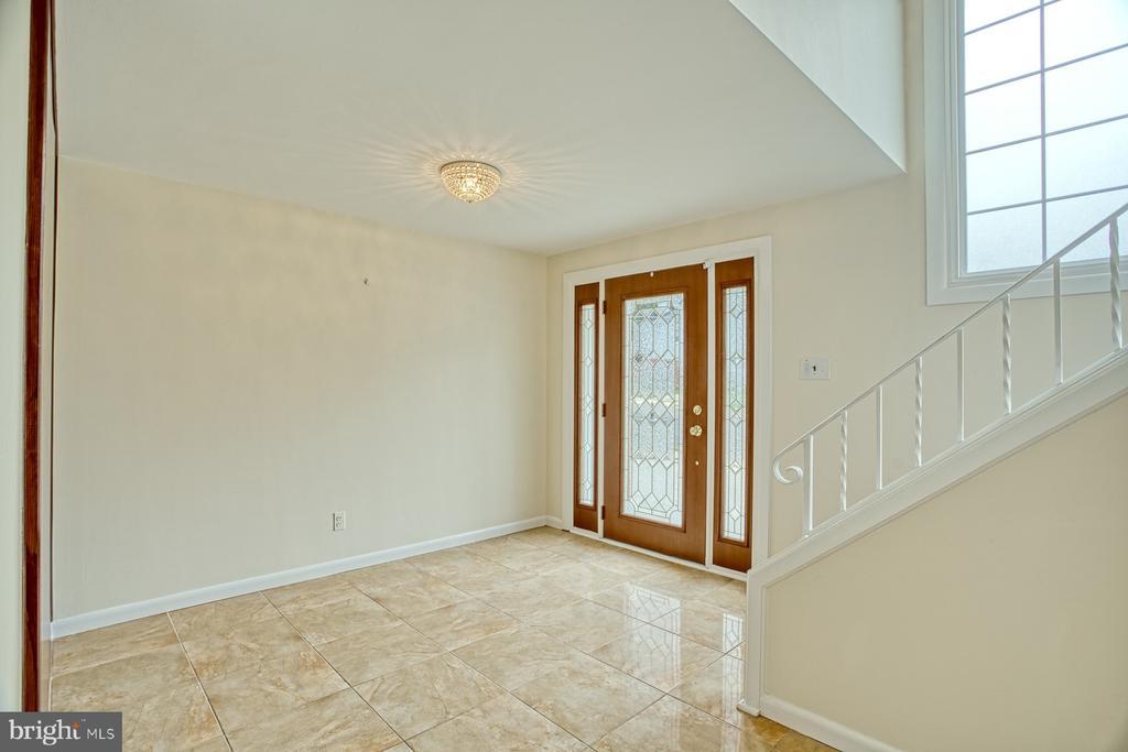 Foyer entry - 6008 5TH RD N, ARLINGTON