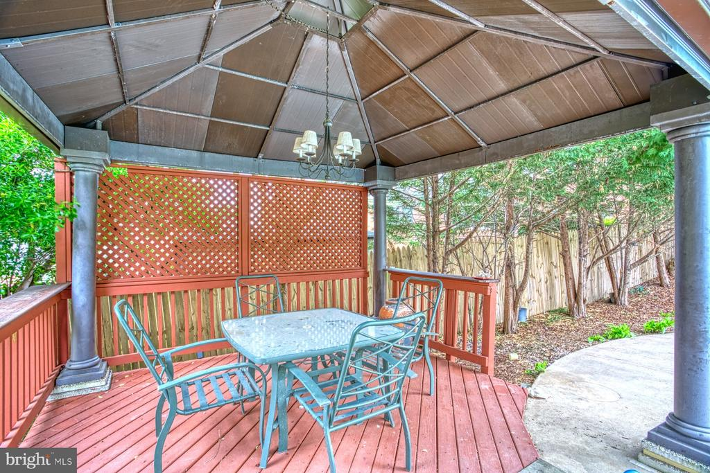 Covered wood deck - 6008 5TH RD N, ARLINGTON
