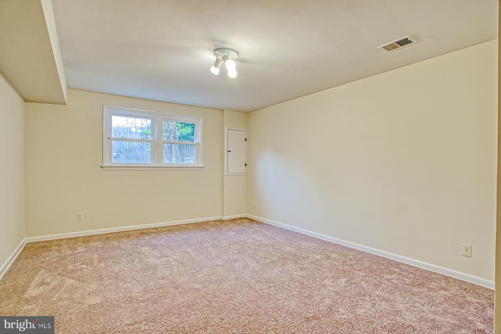 First level bedroom - Bedroom 4 - 6008 5TH RD N, ARLINGTON