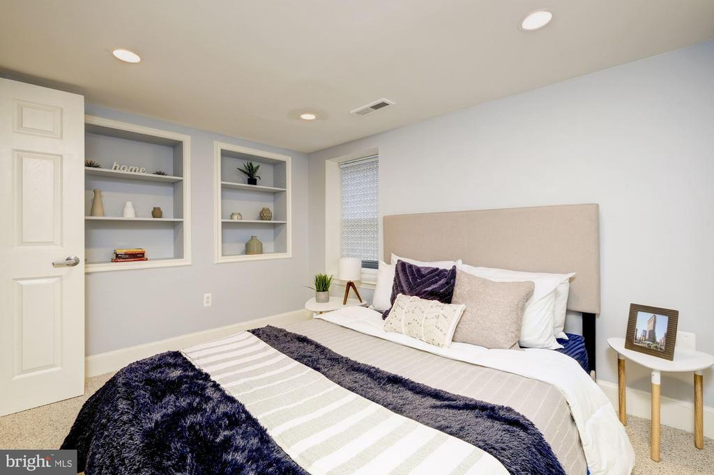 Bedroom #2 with built-in shelving - 1813 16TH ST NW #1B, WASHINGTON