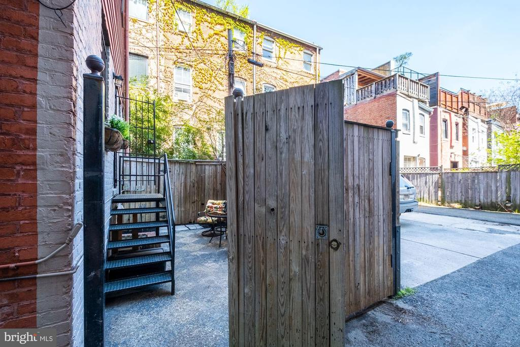 Entrance to patio off alley - 1813 16TH ST NW #1B, WASHINGTON