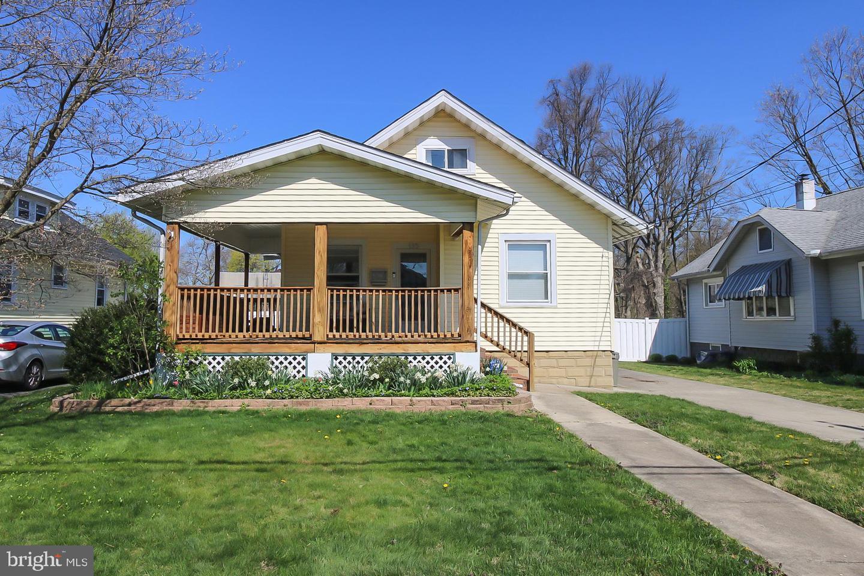 Single Family Homes per Vendita alle ore 115 E HADDON Avenue Oaklyn, New Jersey 08107 Stati Uniti
