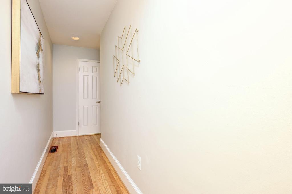 Entry hall - view from front door - 1813 16TH ST NW #1B, WASHINGTON