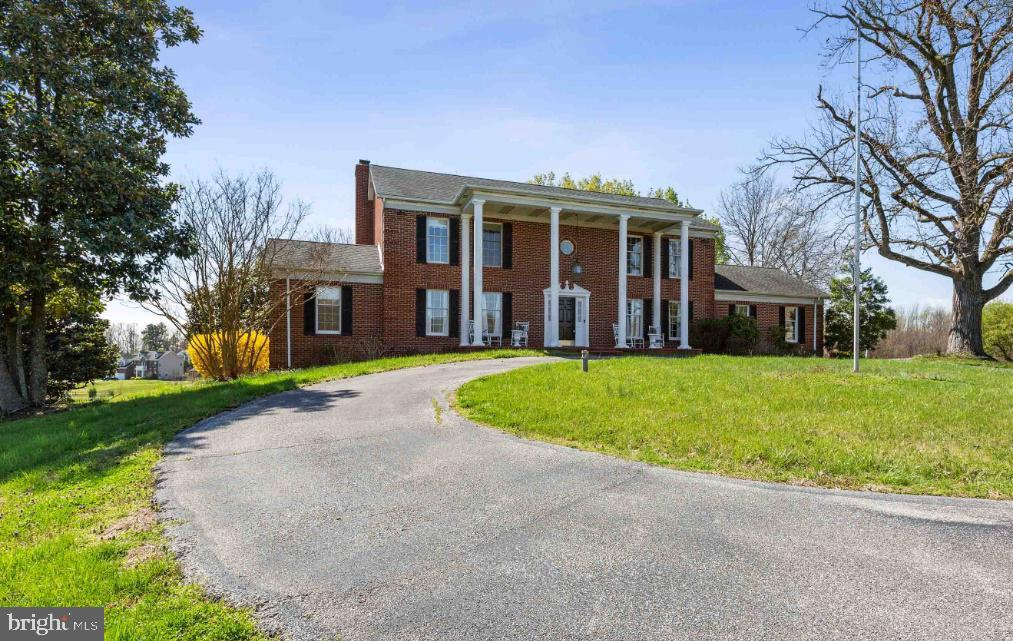 Stately home in a private setting - 6325 S OSBORNE RD, UPPER MARLBORO
