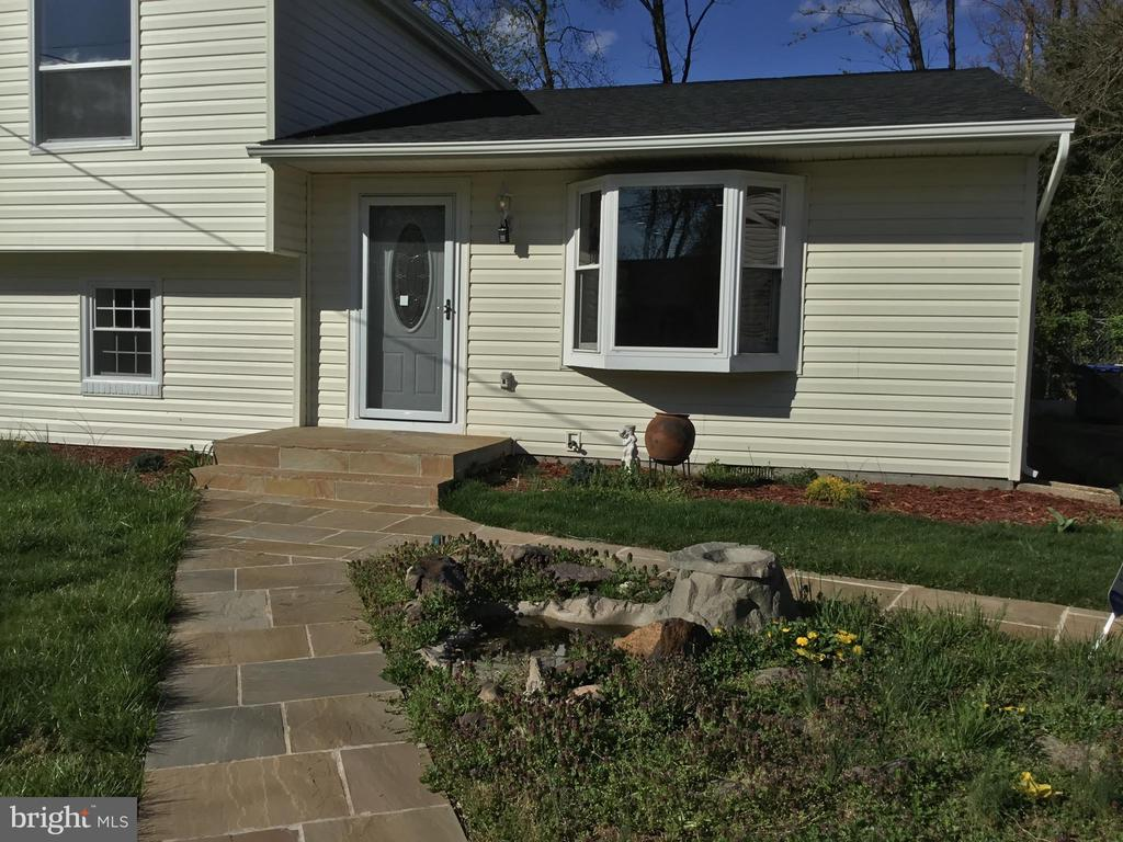 Stone entry walkway - 652 ALABAMA DR, HERNDON