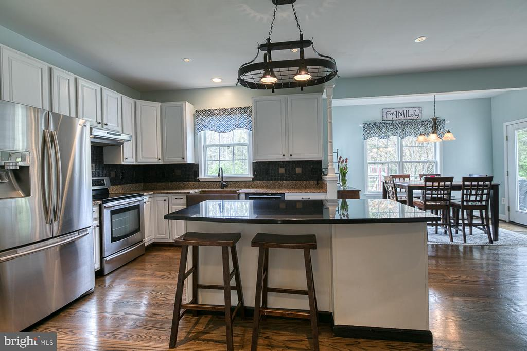 Updated kitchen with stainless steel appliances - 149 SUMMER BREEZE LN, FREDERICKSBURG