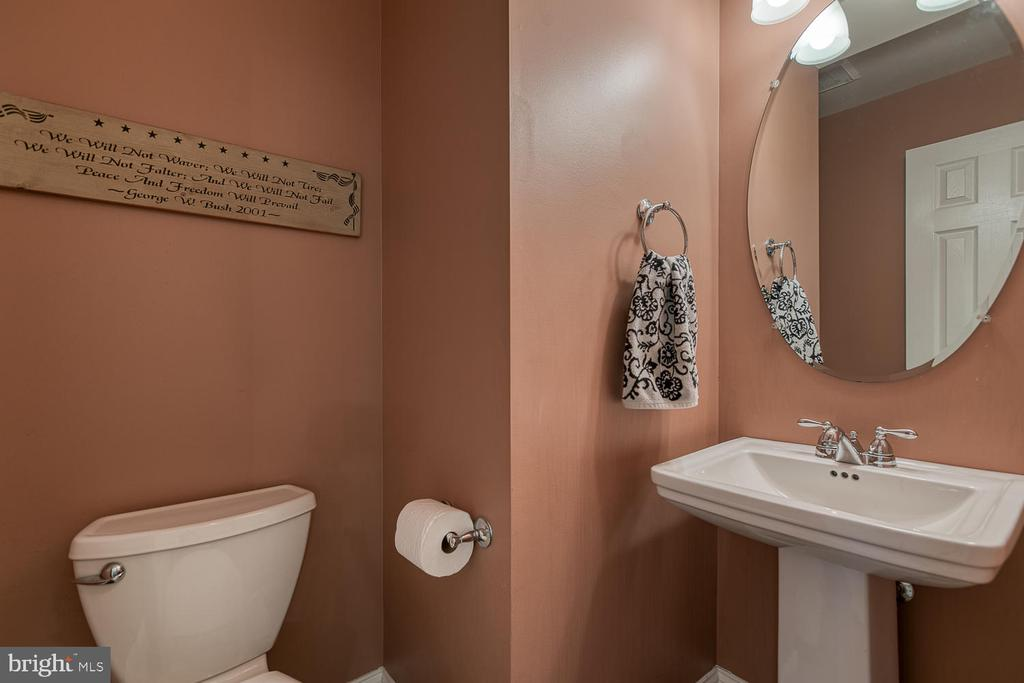 Main level powder room - 149 SUMMER BREEZE LN, FREDERICKSBURG