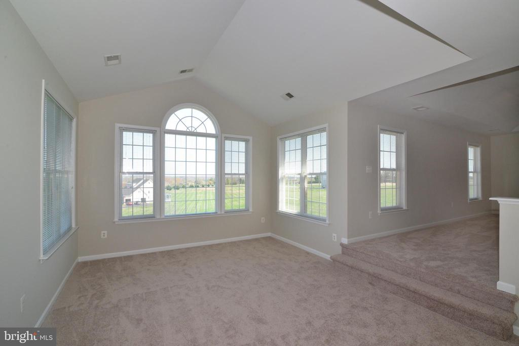 Master Bedroom - Sitting Area - 14042 BLUE VIEW CT, LEESBURG