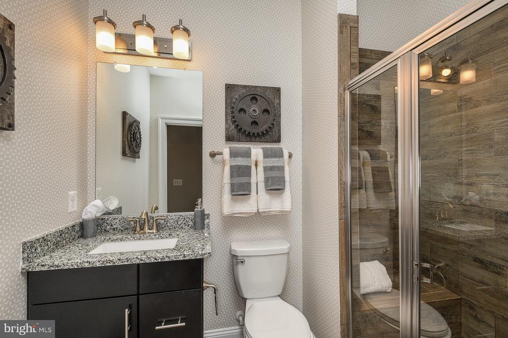Full Bathroom - 1 SHERMANS RIDGE RD, STAFFORD