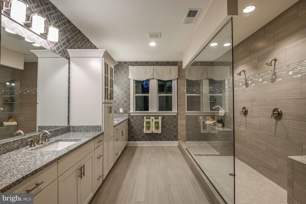 Master Bathroom - 1 SHERMANS RIDGE RD, STAFFORD