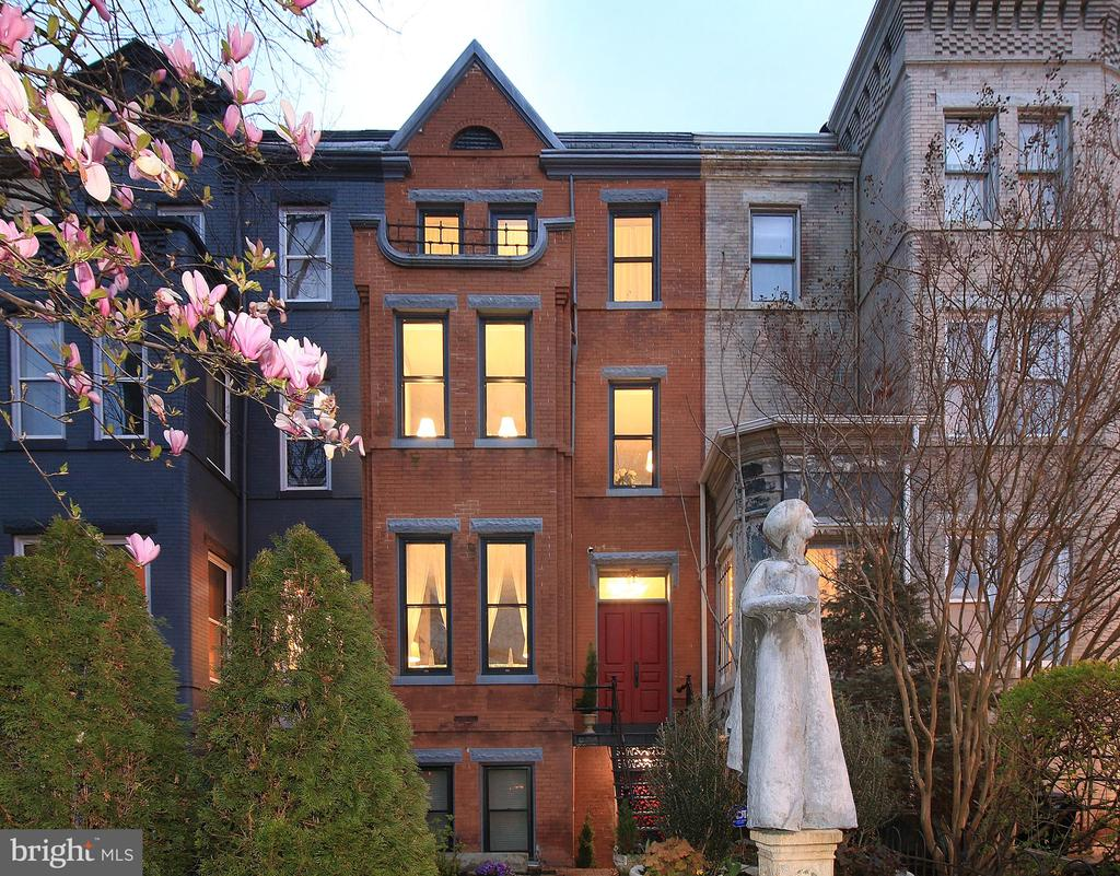 Landmarked with an exquisite John Cavanaugh Statue - 601 NORTH CAROLINA AVE SE, WASHINGTON