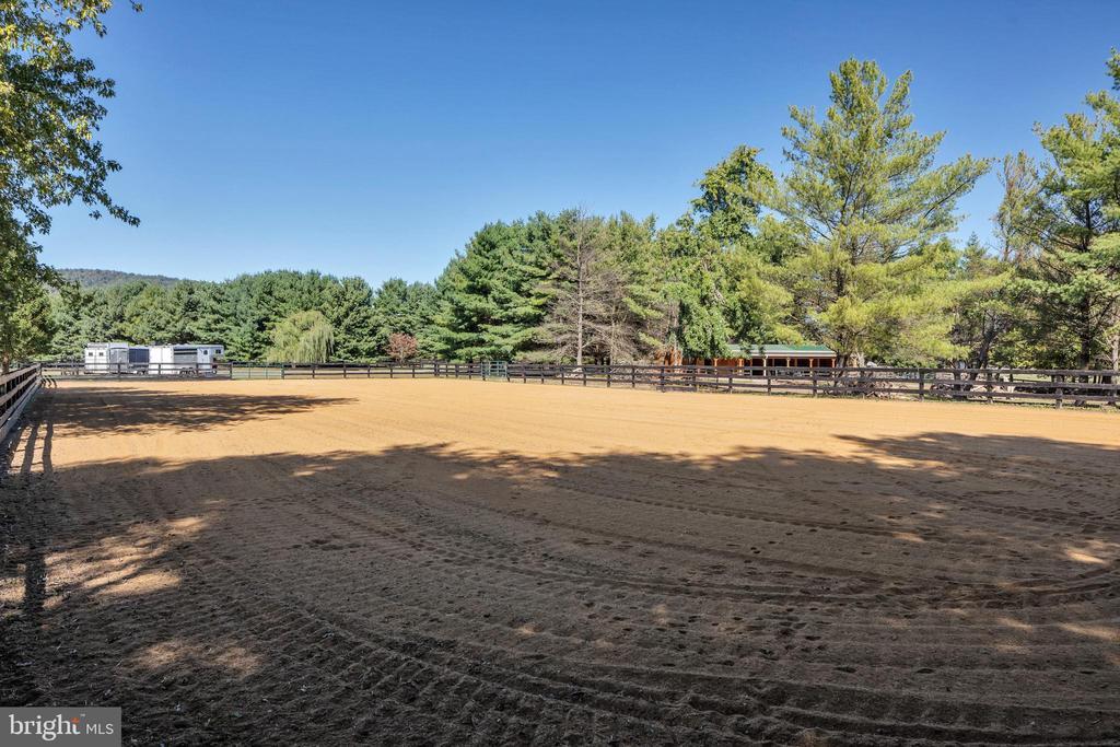 Bluestone and sand arena - 34332 BRIDGESTONE LN, BLUEMONT