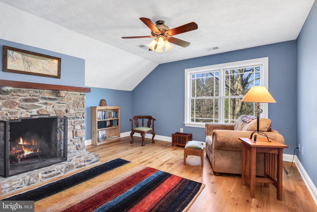 Upper level den with wood burning fireplace - 34332 BRIDGESTONE LN, BLUEMONT