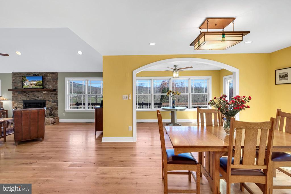 View from kitchen to great room - 34332 BRIDGESTONE LN, BLUEMONT
