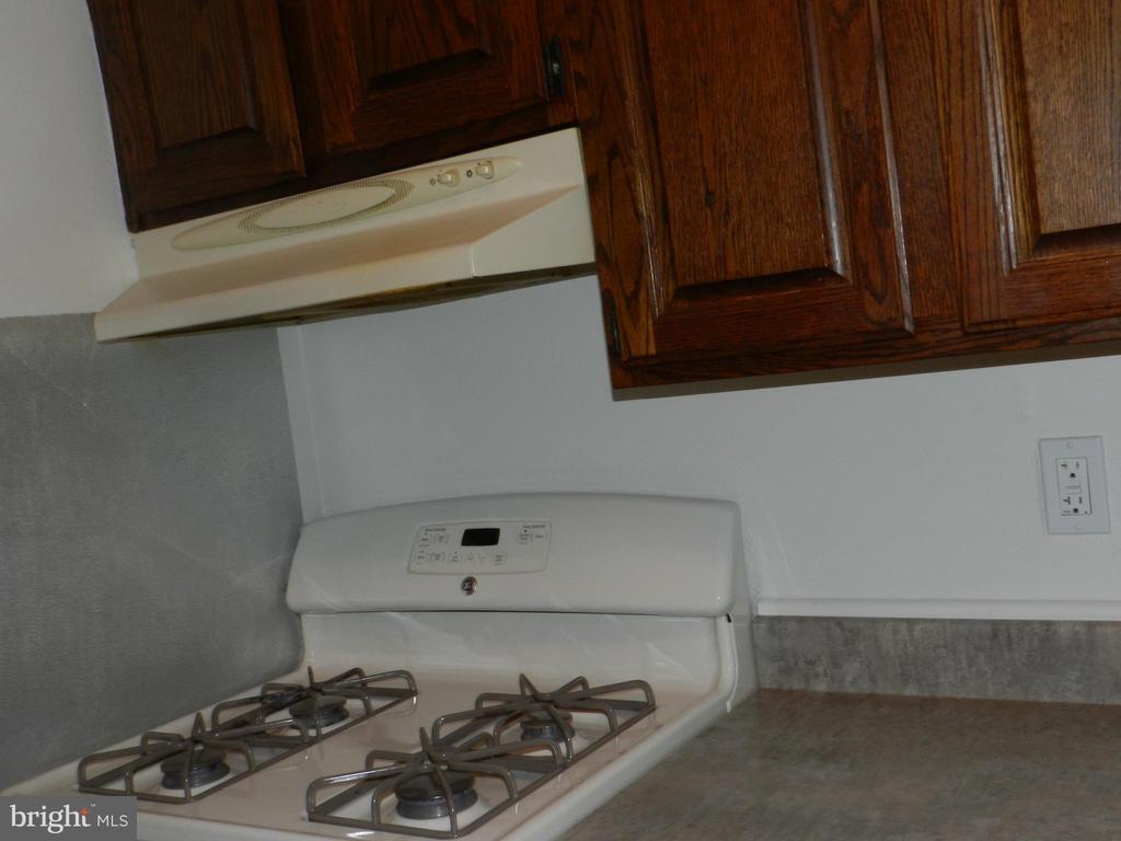 Kitchen, Gas Stove - 136 DUVALL LN #304, GAITHERSBURG