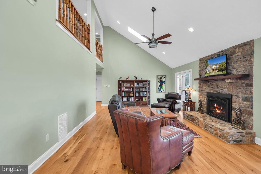 Gas fireplace - 34332 BRIDGESTONE LN, BLUEMONT