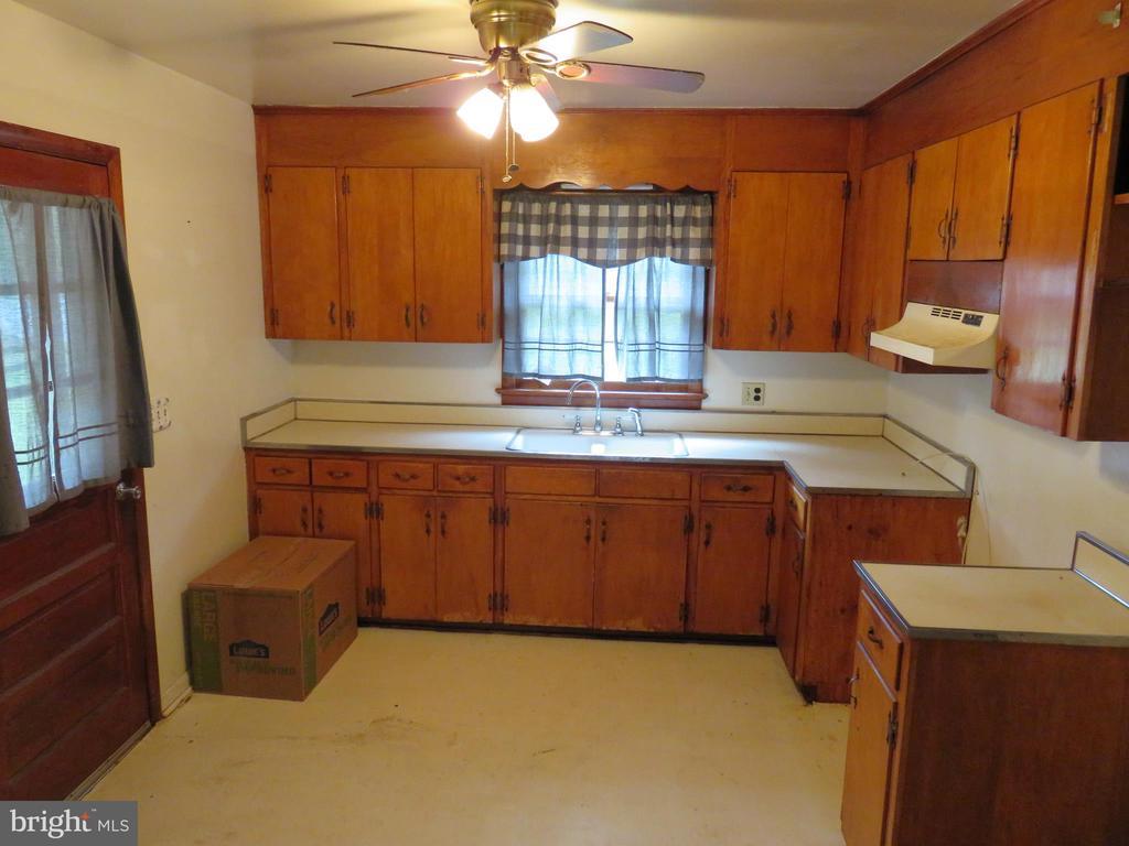 Kitchen - 112 COLEBROOK RD, FREDERICKSBURG