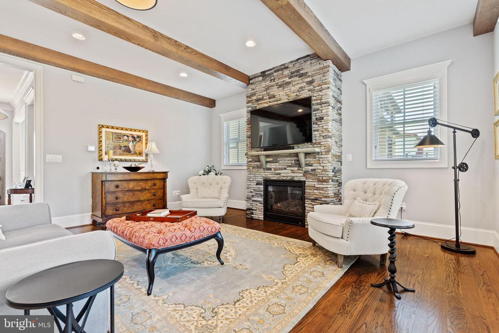 Beautiful Rustic Wood Beams in Family Room - 918 NINOVAN RD SE, VIENNA