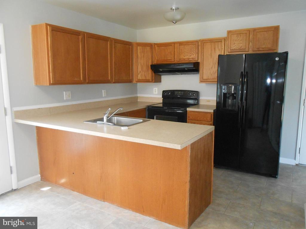 Kitchen - Breakfast Bar - Tile Floor - 7702 BRANDON WAY, MANASSAS