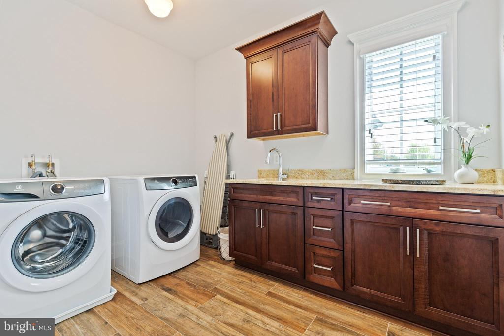 Upper Level Laundry Room - 918 NINOVAN RD SE, VIENNA
