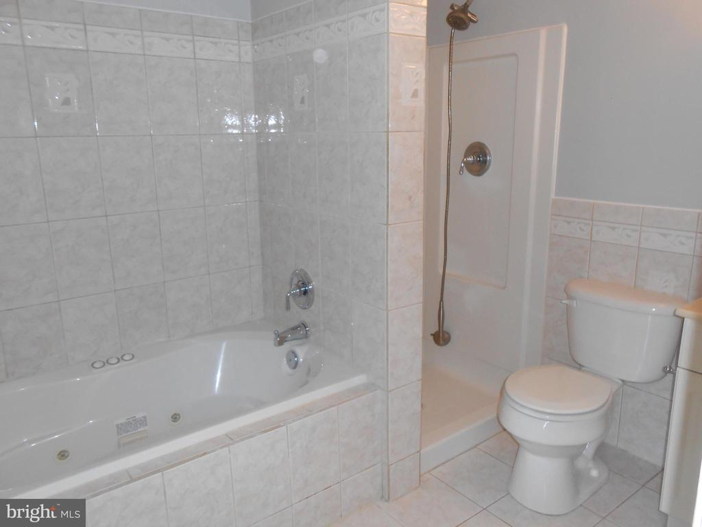 Master Bath - Jetted Soaking Tub & Separate Shower - 7702 BRANDON WAY, MANASSAS