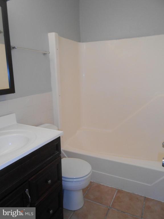 Full Hall Bath - Ceramic Tile Floor - 7702 BRANDON WAY, MANASSAS