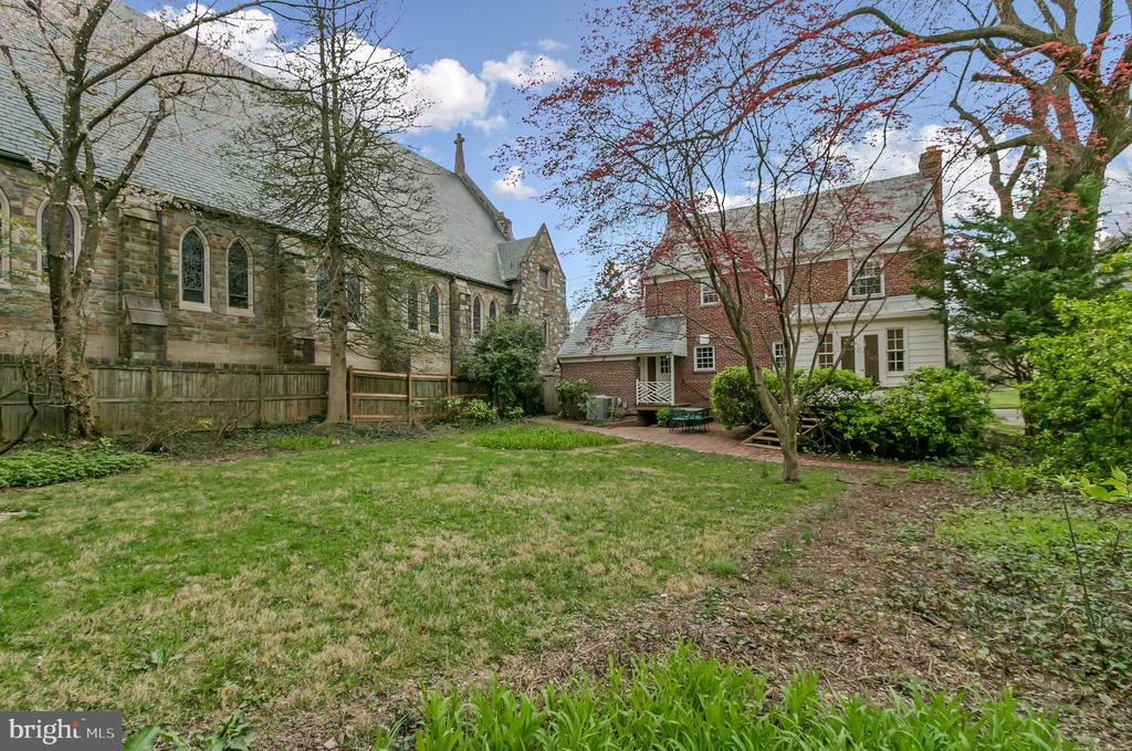 Large, dramatic and private  backyard - 7007 CONNECTICUT AVE, CHEVY CHASE