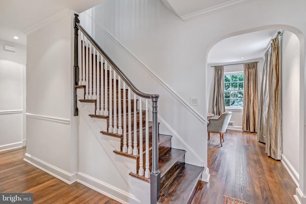 Foyer towards dining room - 7007 CONNECTICUT AVE, CHEVY CHASE