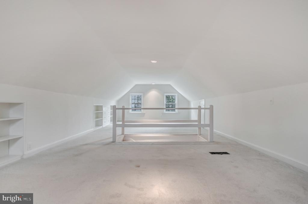 and closet, dream space for a teenager! - 7007 CONNECTICUT AVE, CHEVY CHASE