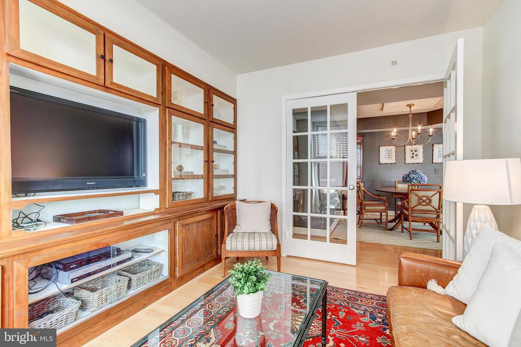 Den with french doors - 1205 N GARFIELD ST #804, ARLINGTON