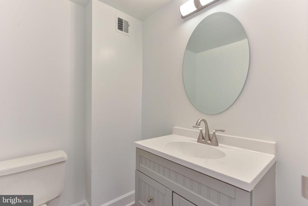 A new half bath for all your guests to use - 5500 HOLMES RUN PKWY #1210, ALEXANDRIA